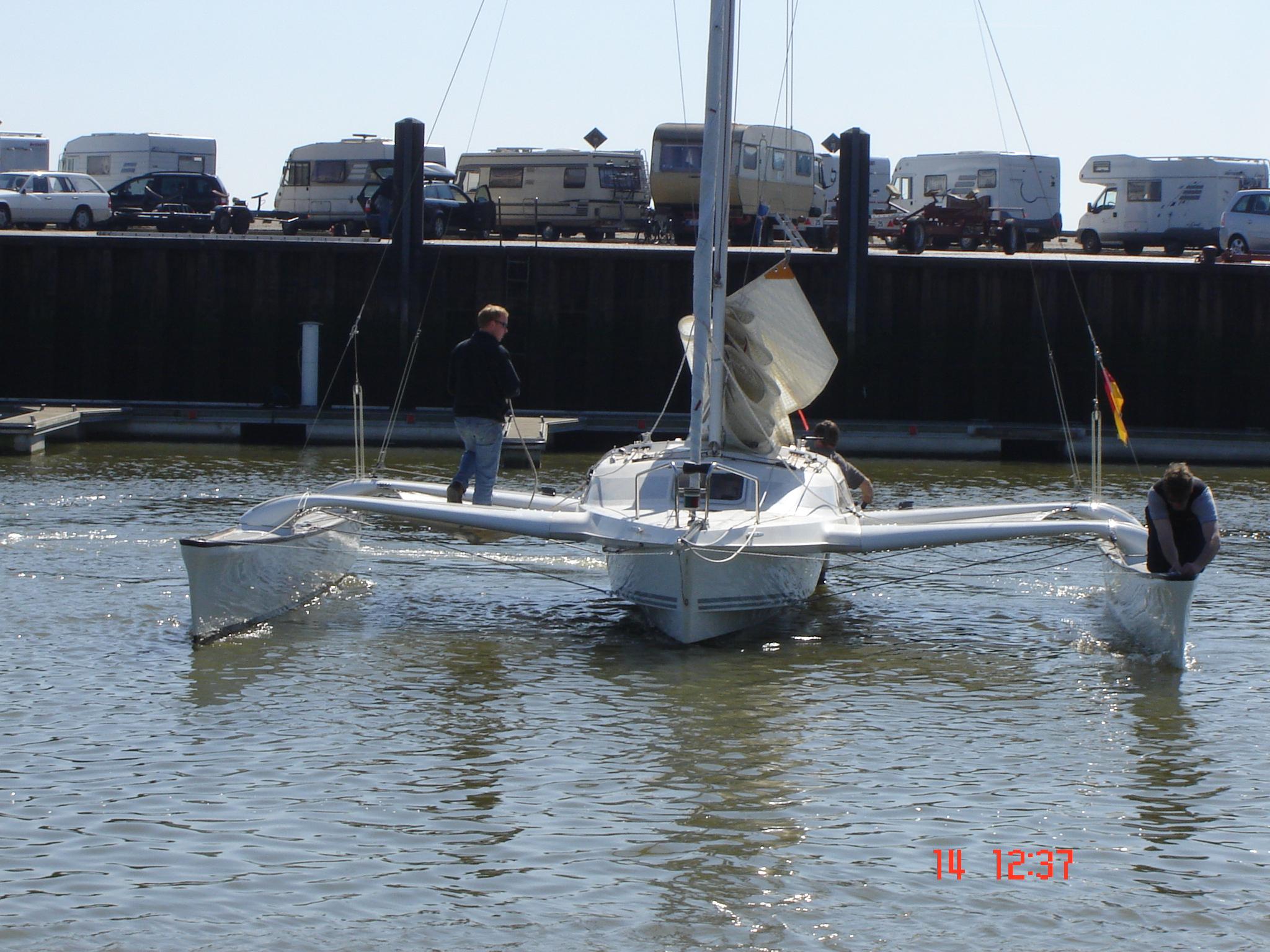Dragonfly 800   spezialbootsbau de
